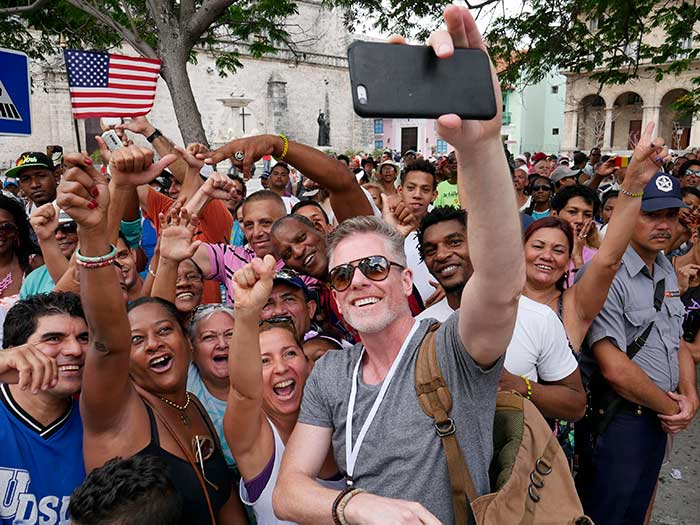 photo tour in havana historical moments taking a selfie cubans and americans