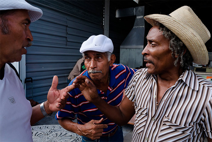 closer in street photography in havana