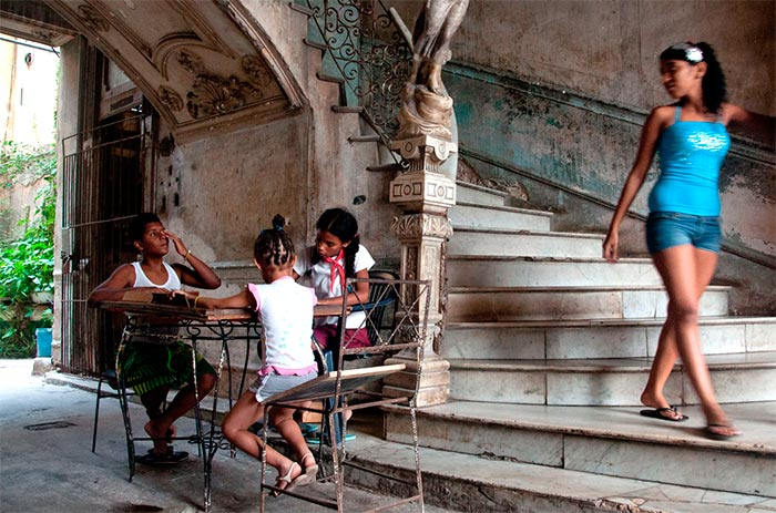 street photography tour in cuba in a special place