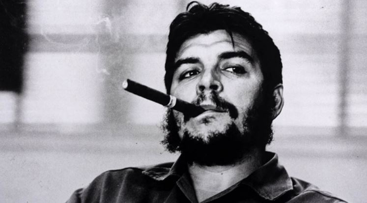 Che guevara is smoking a cigar rene burri picture