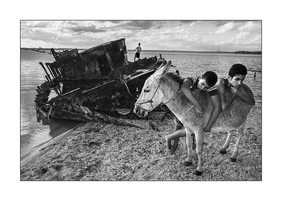 kids and donkey by cuban photographer raul canibano